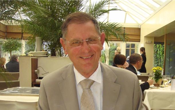 Alan John Wells)